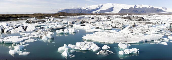 Driftende Eisberge und Eisschollen, Island