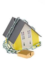 Alarm geschütztes Haus mit Kette