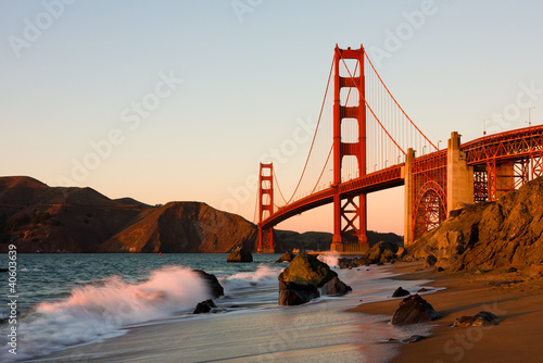 Leinwanddruck Bild Golden Gate Bridge in San Francisco at sunset