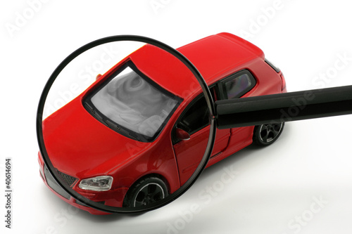 auto hinter lupe