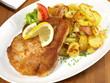 Schweinekotelett paniert mit Bratkartoffeln