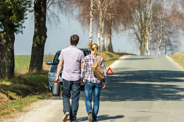 Fill up petrol couple with car trouble