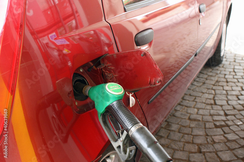 car makes a supply of green unleaded fuel distributor