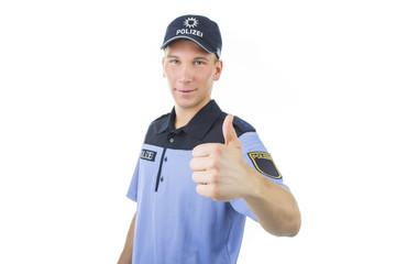 Polizei in Uniform zeigt daumen hoch