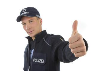 Polizei in Uniform hält daumen hoch