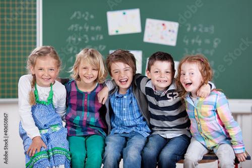 Leinwandbild Motiv kinder haben spaß in der schule