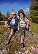 Senioren wandern in der Natur - autumn hiking 13