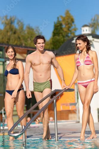 Drei Freunde im Kneipp-Bad