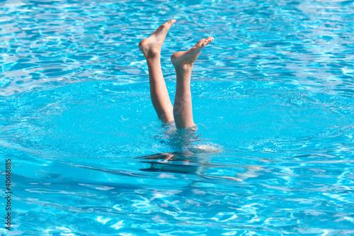 Handstand im Pool