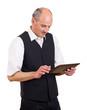 Mann schreibt auf Tablet-pc