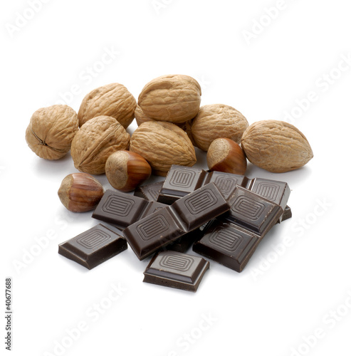 Nueces con chocolate oscuro.