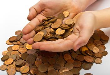 Kleingeld in Hand von Kind Taschengeld