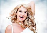 Blonde Frau lachend / Blondi 1