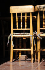 Sillas de madera.