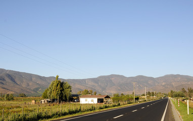 Paisaje carretera rural, Chile.