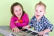 Kinder beim Musikunterricht