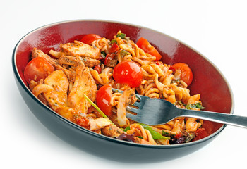 Chicken, tomato and basil pasta meal