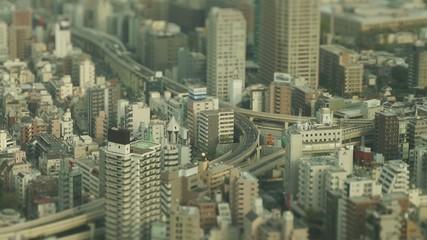 東京の高速道路(昼)