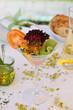 gemischter kleiner Salat im Cocktailglas