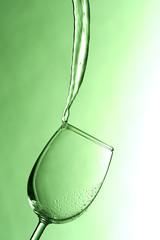 Weinglas in Gegenlicht