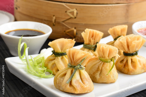 Wonton - Fried wontons filled with prawns and spring onion