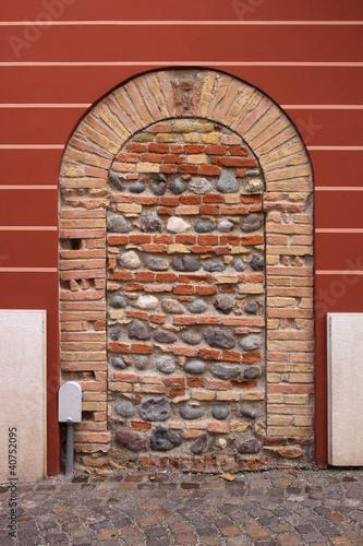 Antica porta murata