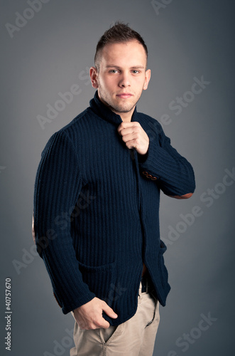 Confident casual man over grey background.