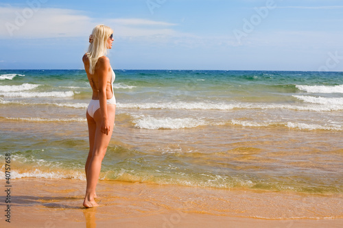 Фотографии блондинок в купальнике 11 фотография