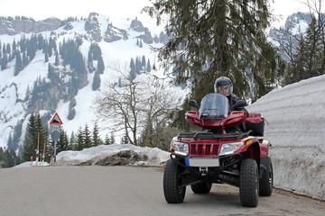 Mit dem Quad unterwegs im Schnee
