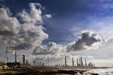 Oil refinery and powerplant