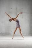 Ballet dancer posing on pointe