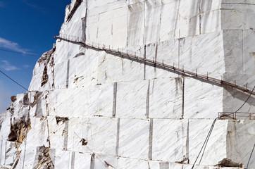 Toscana: Alpi Apuane, cava di marmo 3