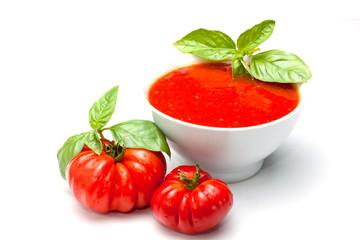 salsa di pomodoro con basilico