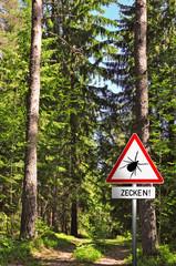 Zeckenwarnung im Wald