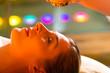 Frau genießt eine Ayurveda Ölmassage