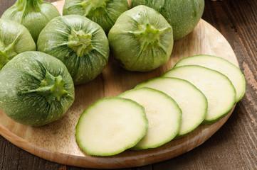 Zucchine tonde sul tagliere