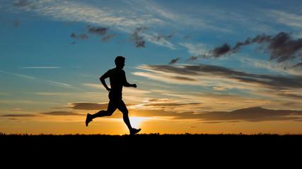 Jogger bei Sonnenaufgang