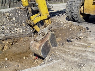 scraper to work the whole of a roadworks during excavation