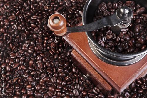 mlynek-do-kawy-ze-swieza-prazona-fasola