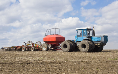 Traktor on the field
