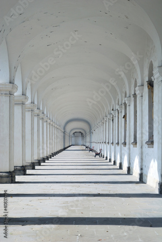Wall mural Long Baroque Arcade