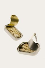 Latas de sardinas en aceite