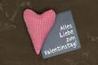 Roten Herz auf Holz mit Valentinstag