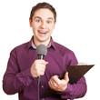 Reporter spricht in Mikrofon