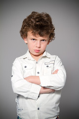 Retrato de criança aborrecida