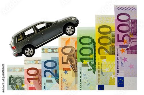 Auto und Geldscheine als Treppe