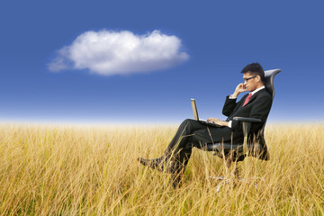 Cloud Computing: Businessman working anywhere with laptop