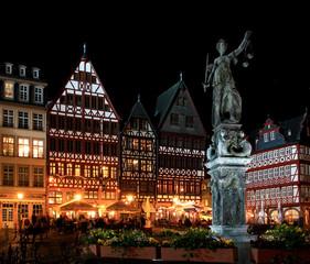 Römerberg in Frankfurt bei Nacht