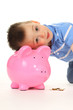 Kind mit Sparschwein