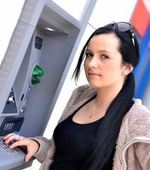 femme et ATM